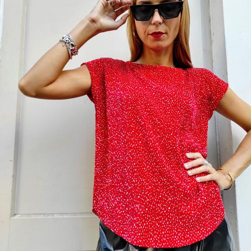 חולצת גופרה - פליסה אדום מודפס