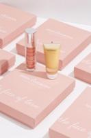 יש תכשירים שפשוט נועדו להיות ביחד... GOLD HEATING MASK מסכת הזהב מבית חוה זינגבוים, מתחממת במגע עם העור ומעודדת אותו לייצר סיבי קולגן ואלסטין חזקים ובריאים יותר.  PROPHECY תכשיר הלחות החדשני מבית חוה זינגבוים מחדיר מולקולות זעירות של חומצה היאלורונית לעומק העור במריחה.  שני התכשירים מבוססים על טכנולוגיה מתקדמת המאפשרת חדירה של הרכיבים לעומק העור, ב
