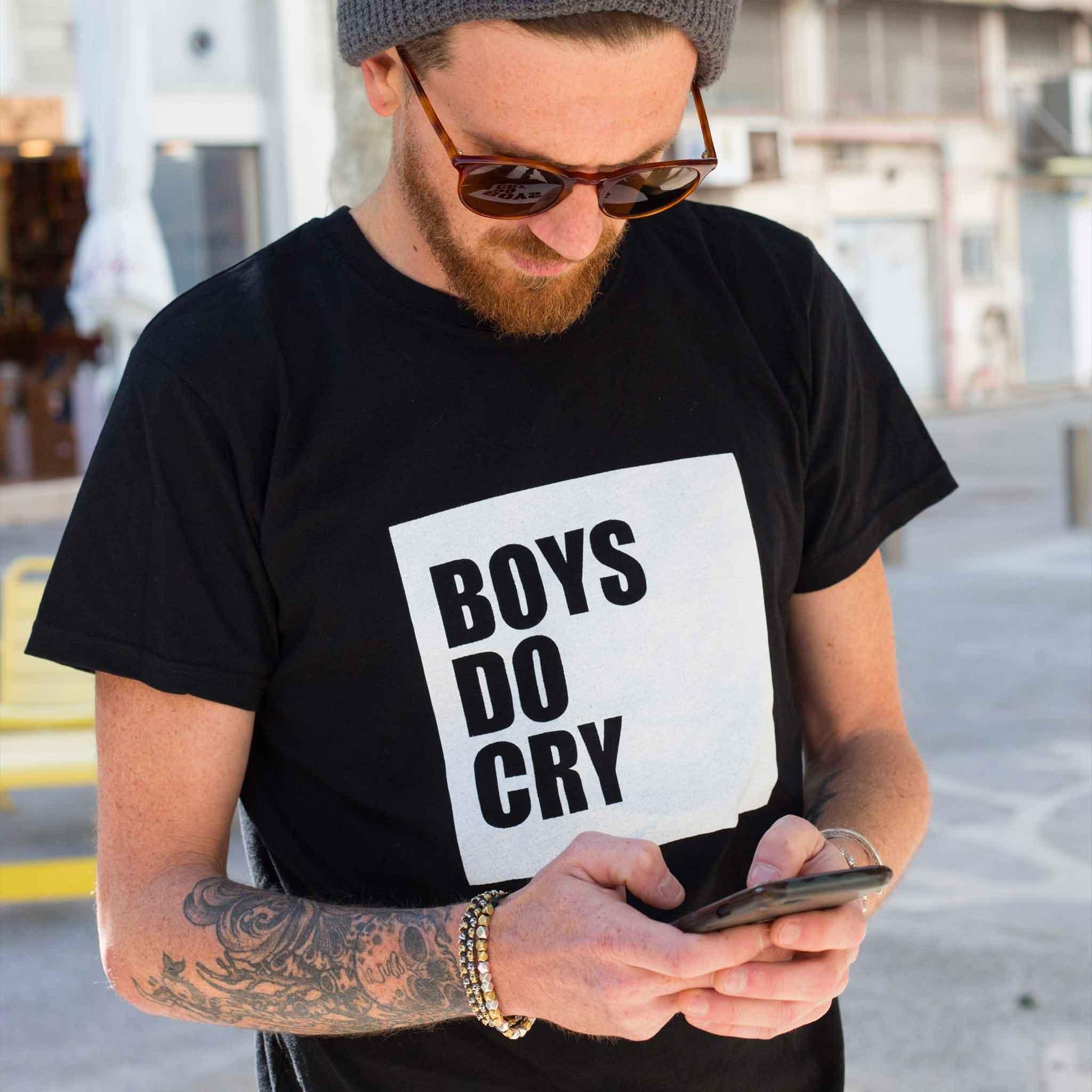 חולצת טי שירט יוניסקס Boys do cry