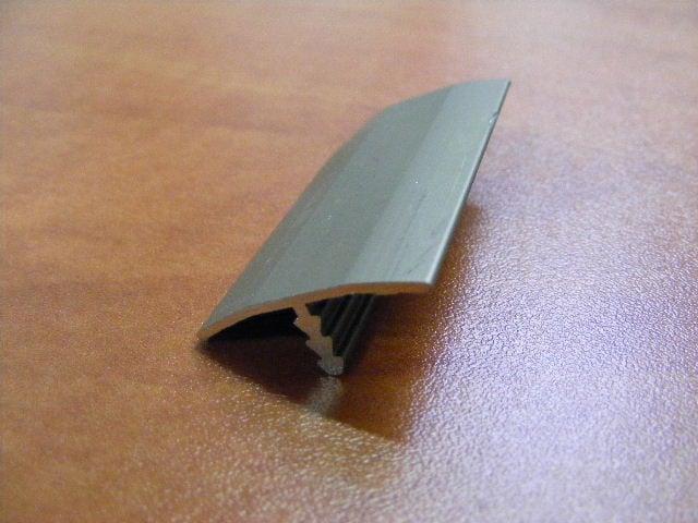 """סף גישור T לפרקט רוחב 25 מ""""מ אורך 3 מטר"""