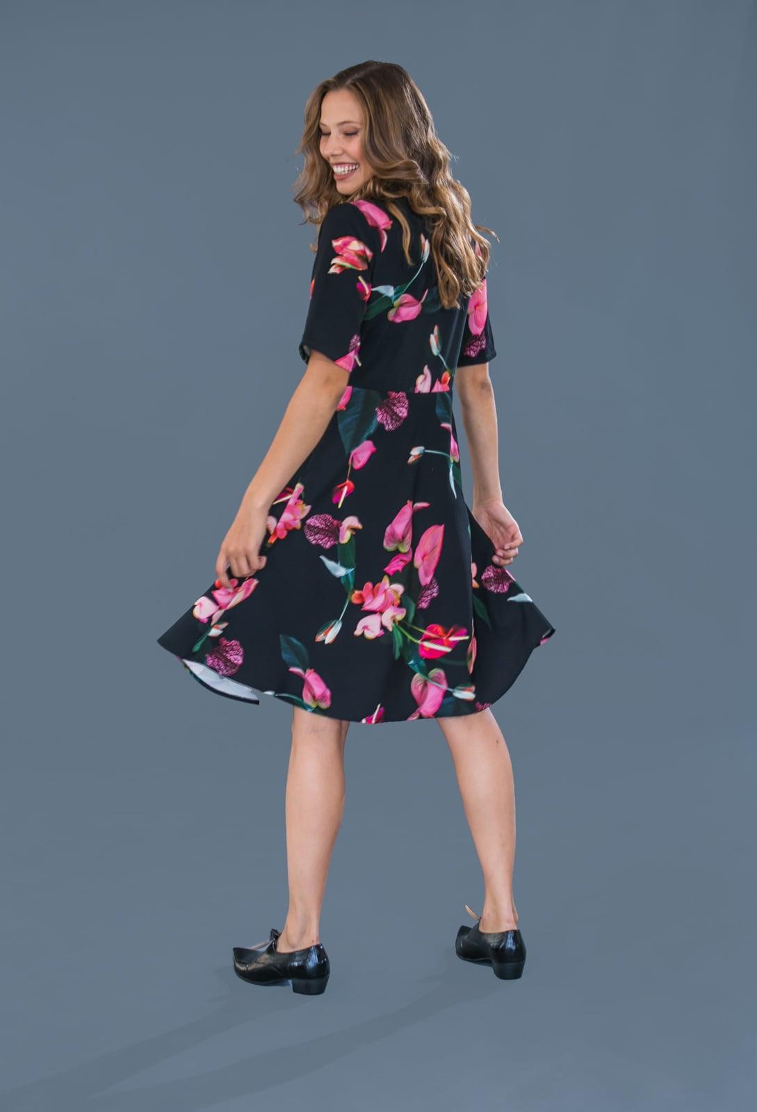 שמלת בל שחורה פרחים