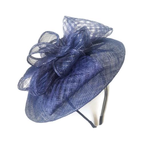 כובע כחול מעוצב לנשים
