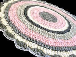 שטיחים, שטיחים סרוגים, שטיח עגול, שטיחים לחדרי ילדים, שטיח לחדר ילדים, שטיח לחדר של בת, חדר לתינוקת, עיצוב חדרי תינוקות, תינוקות