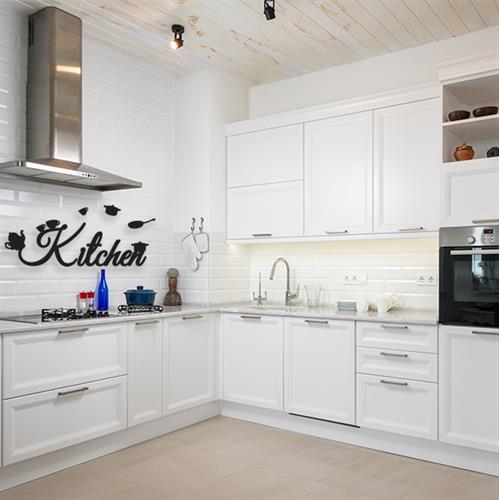 מדבקת Kitchen עם כלי מטבח | משפטי השראה | מדבקות קיר משפטים | מדבקות | מדבקות קיר מעוצבות