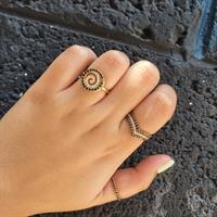 טבעת איטרניטי בזהב 14K משובצת יהלומים שחורים 0.23 קראט