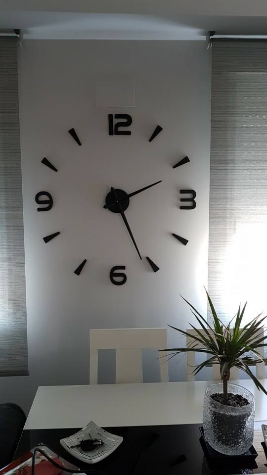 שעון מראה שחורה מספרים בשילוב קוים