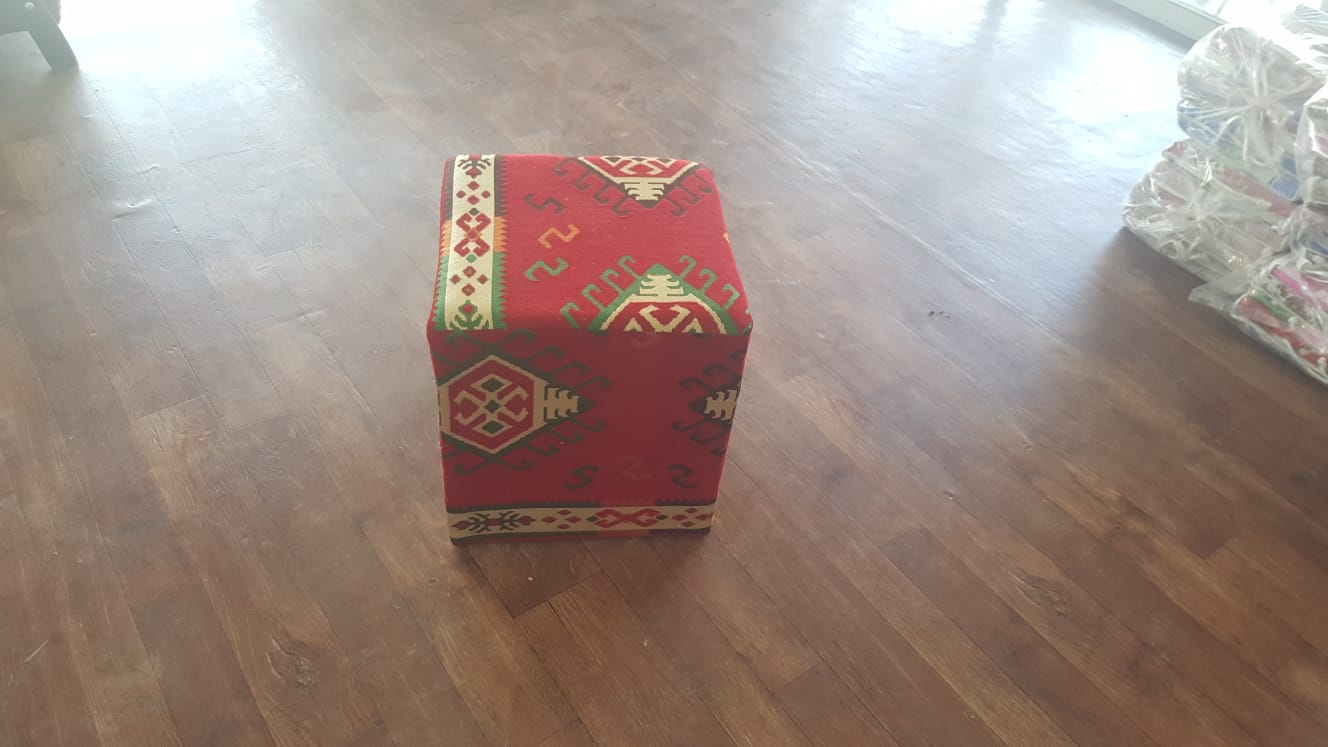 הדום - פוף מרהיב קוביה בד ריפוד ערבי  משלוח עד הבית