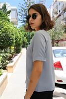 חולצת T מכופתרת מוניקה