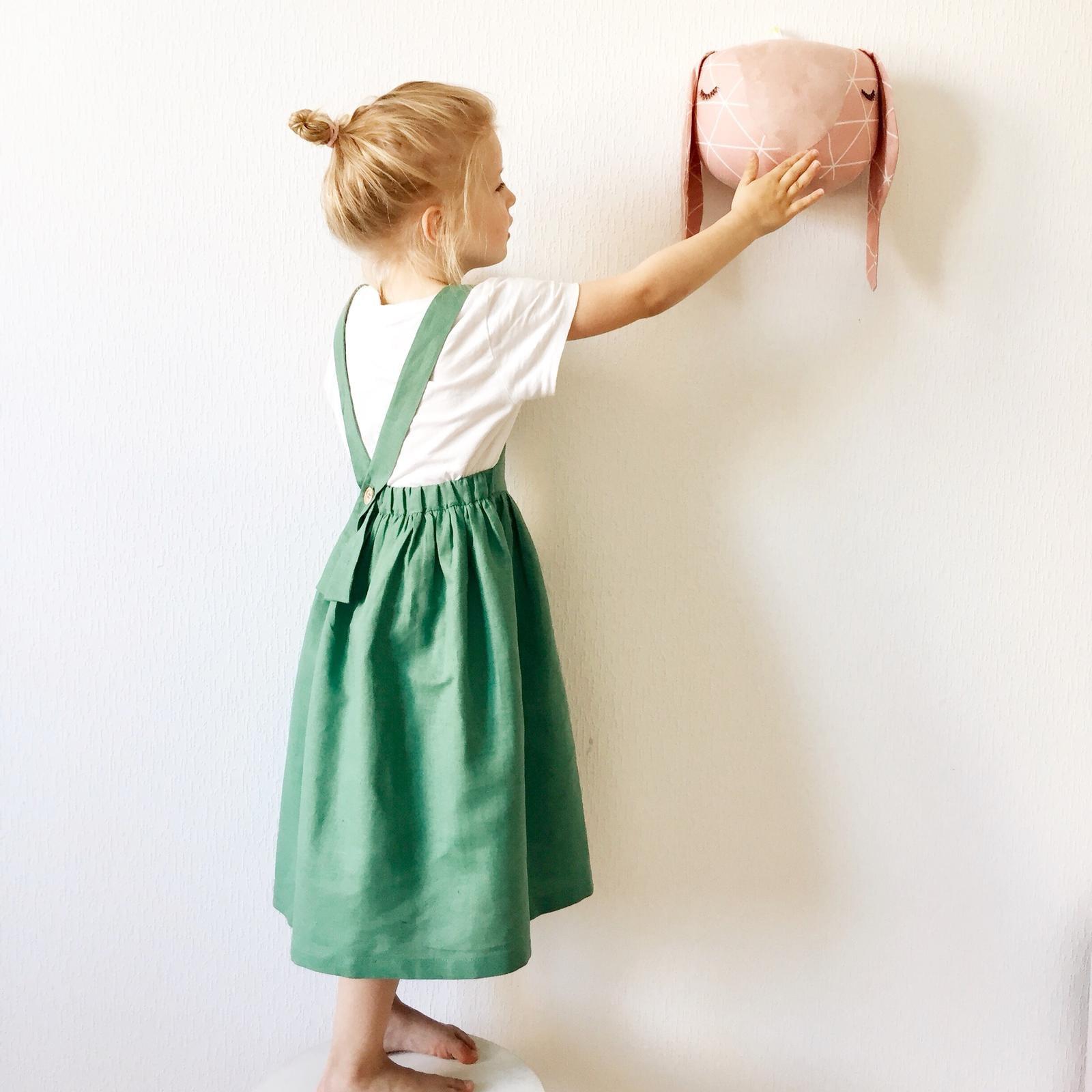 ארנבון ורוד לתליה על הקיר