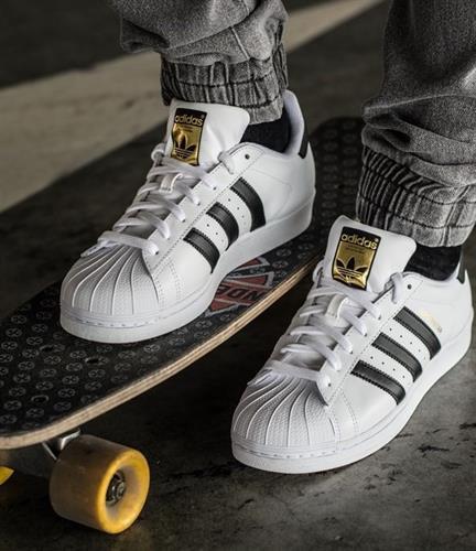 סניקרס לבנות לגברים אדידס | נעלי נוחות אדידס | ADIDAS SUPERSTAR C77124