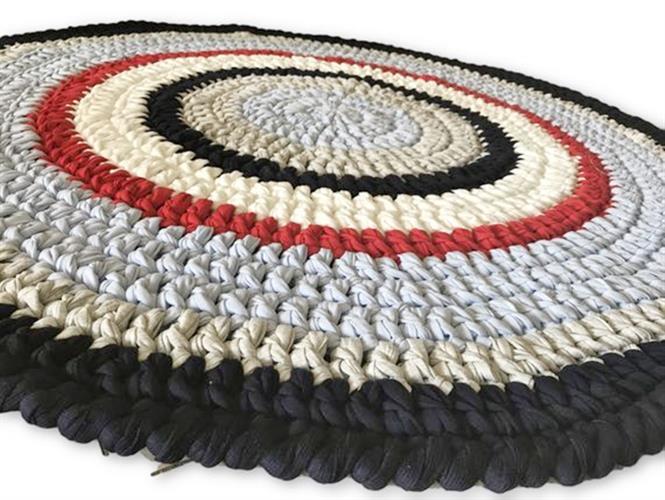 שטיח סרוג, שטיח עגול, שטיח סרוג בטריקו, שטיח סרוג בחוטי טריקו, שטיח מעוצב, שטיחים עגולים, שטיחים, שטיחים לחדרי ילדים, שטיח בניחוח צרפתי, דגל צרפת,