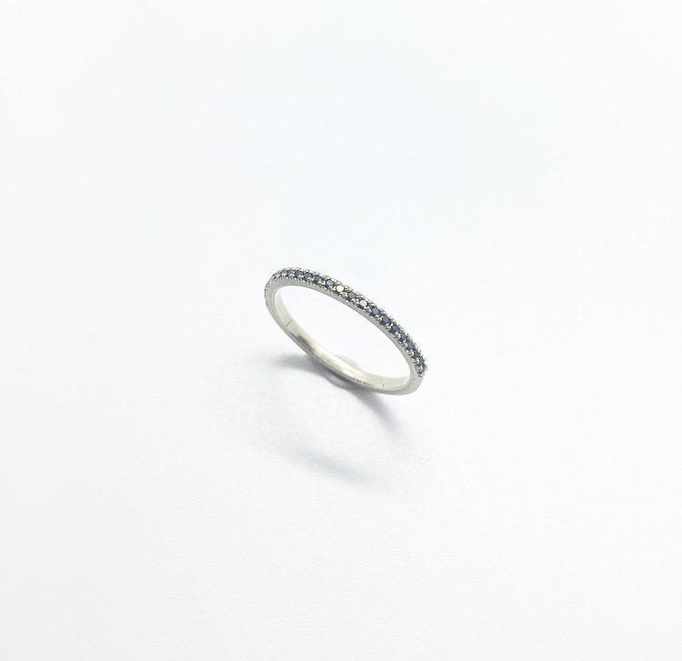 טבעת פס יהלומים זהב לבן