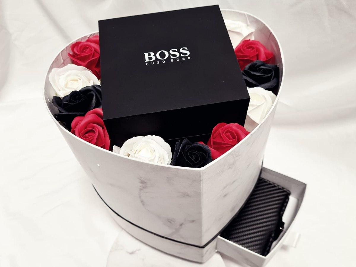 קופסת פרחים לב עם מגירה בצבע לבן שיש