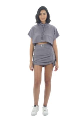חליפת חצאית כיווצים אפור מבריק