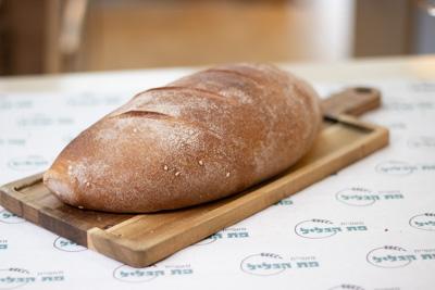 לחם מחמצת כוסמין ללא סוכר, שמרים ושמן