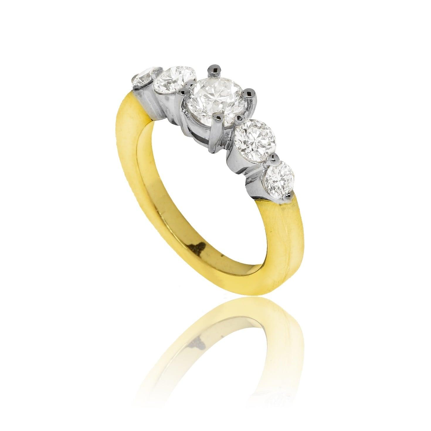 טבעת זהב 18K משובצת יהלומים 1.6 קראט