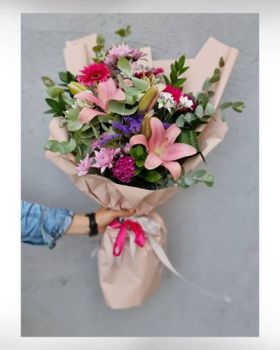 זר פרחים פינק מקט170(תמונה שייכת לזר גדול)