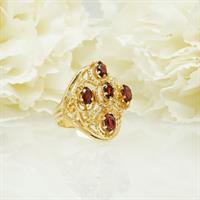 טבעת זהב מרשימה עם אבני גרנט בחיתוך אובליים