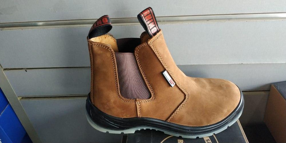 נעלי עבודה/מגף עם כיפת ברזל של חברת רינו Rhino safety shoes