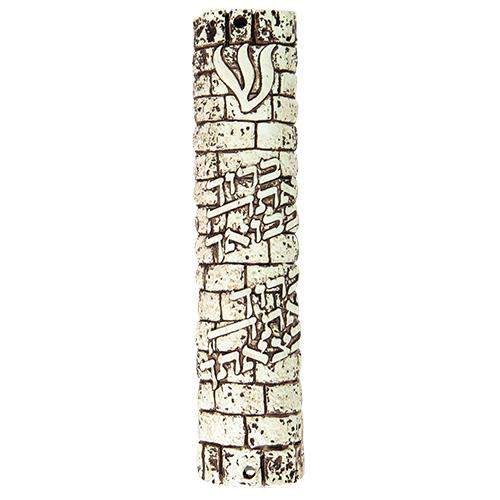 """מזוזת פוליריזן דמוי אבן בגוון חום 12 ס""""מ """"ברוך בבואך ובצאתך"""" עם פקק גומי"""