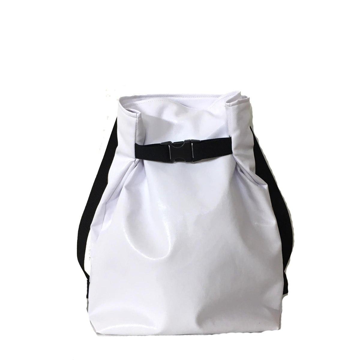 תיק גב משולש בצבע לבן