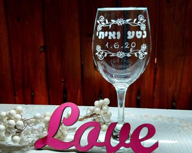 כוס יין לחופה | כוס יין מעוצבת |2 שמות, עיטורי פרחים ותאריך לועזי