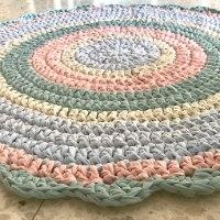 שטיחים סרוגים, שטיח סרוג, שטיחים סרוגים בחוטי טריקו, חוטי טריקו, עבודת יד, ריבי עיצובים, עיצוב חדרי ילדים ,עיצוב פנים