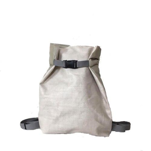 תיק גב משולש בצבע קרם