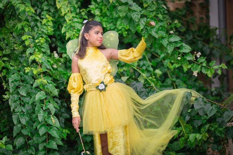 תחפושת פרפרית צהובה