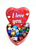 """לב עם שוקולדים """"I Love You"""""""