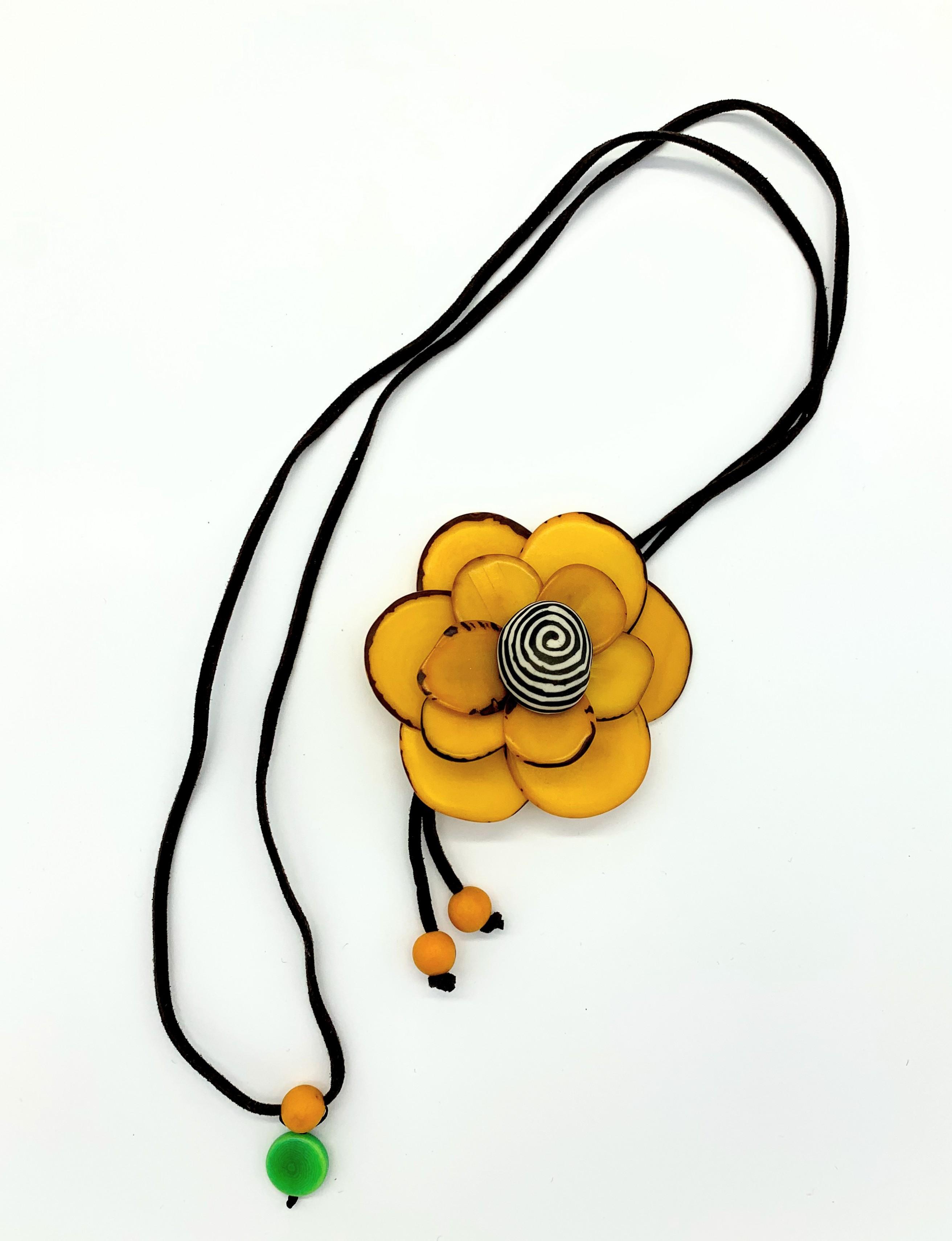 פרח 3D צהובה