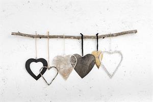 ענף עם 6 לבבות