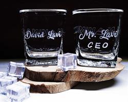 """כוסות וויסקי מתנה למנכ""""ל"""