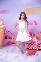 חצאית  מיני לבן וחולצת סטרפלס