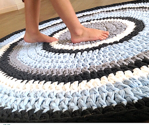 שטיח לחדר הילדים, שטיח סרוג, שטיח סרוג לחדר הילדים, שטיחים, שטיחים סרוגים, שטיח בתכלת, שטיח מטריקו, שטיח עגול