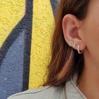 עגילי חישוק יהלומים │ עגילי חישוקים משובצים יהלומים │ עגילי חישוק לאישה