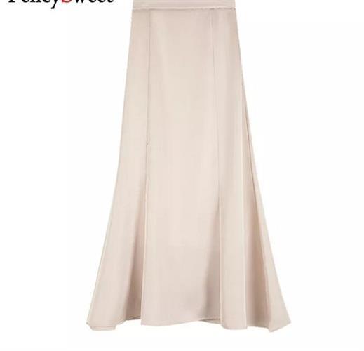 חצאית משי לבנה