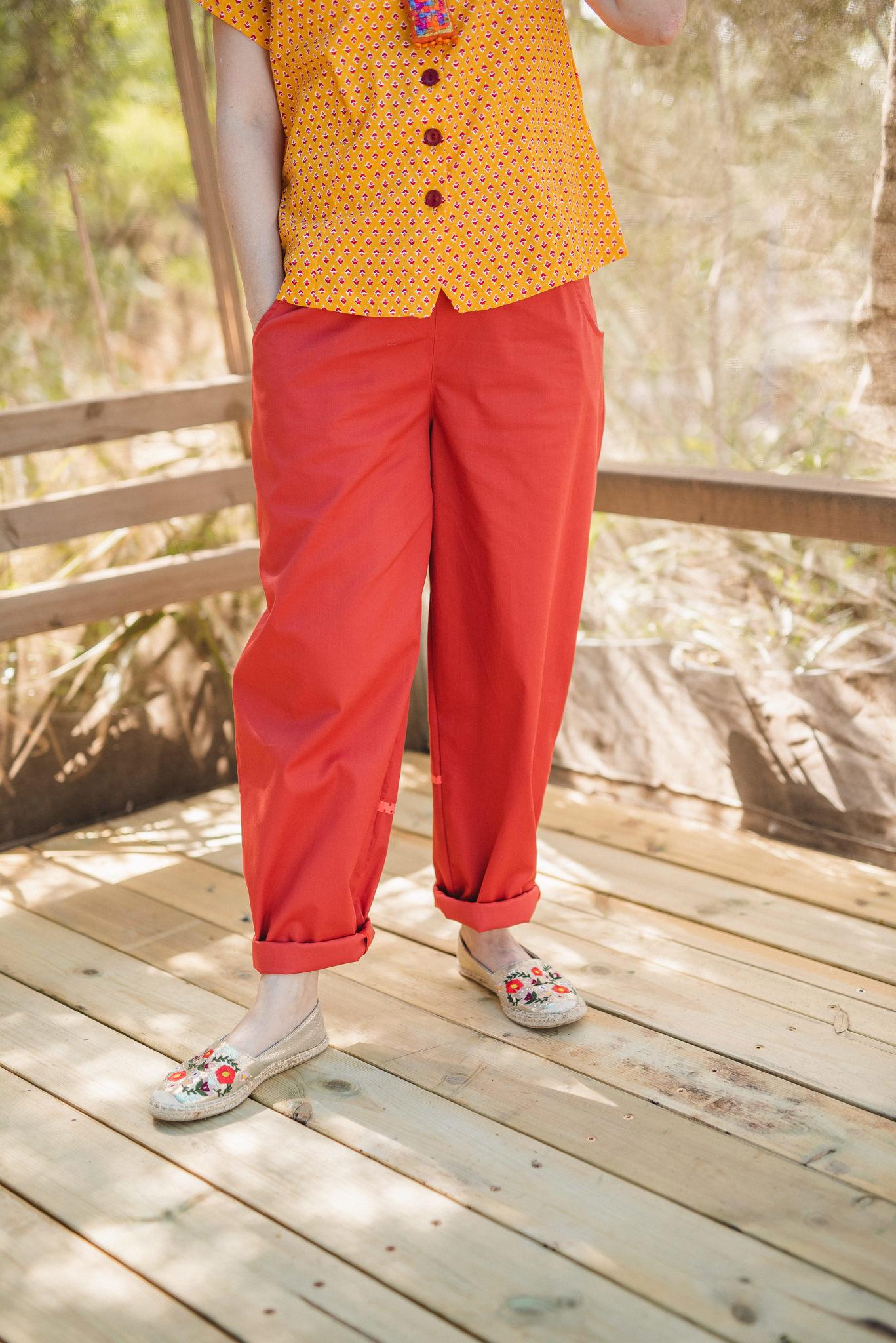 מכנסיים מדגם נור בצבע אדום-קורל