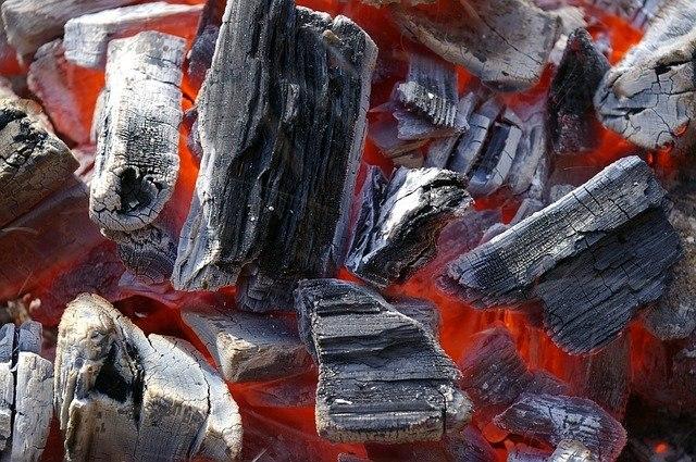 """מבצע 60 שקלים באיסוף עצמי בלבד! פחם למנגל / גריל קברצ'ו בלנקו פחמים GRILL - שק של 10 ק""""ג"""