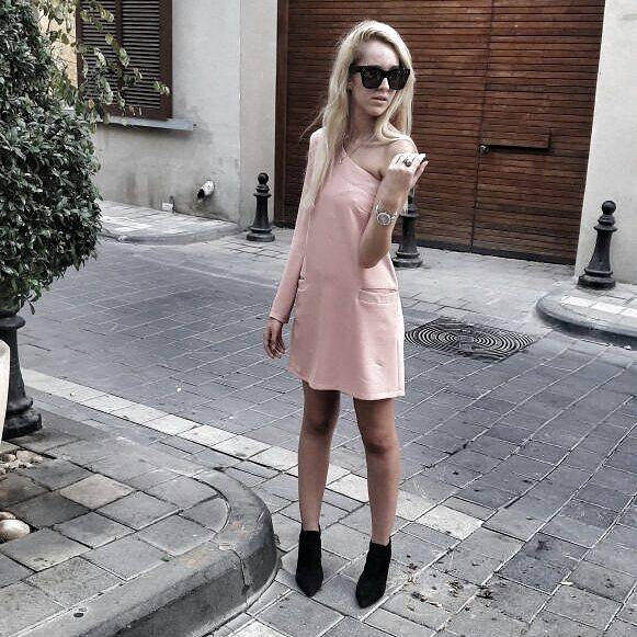שמלת כתף פודרה