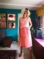 חצאית מידי מכופתרת בצבע אפרסק מידה S
