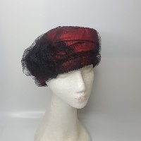 כובע מעוצב אלגנטי בורדו ושחור