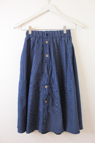 חצאית ג'ינס כפתורים כחול כהה