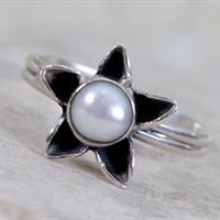 טבעת פרח משובצת פנינה RG6308