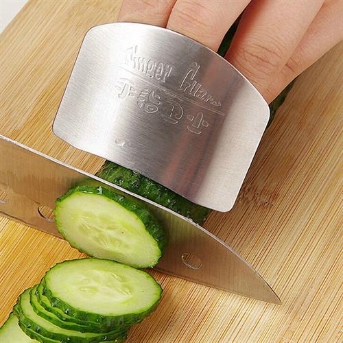 מגן על האצבעות מפני חיתוך במטבח