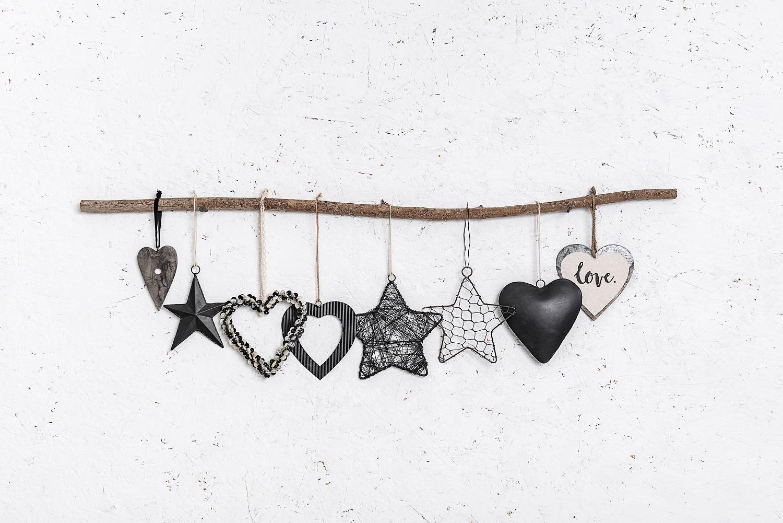 ענף מיקס של 8  יח' לבבות וכוכבים - שחור