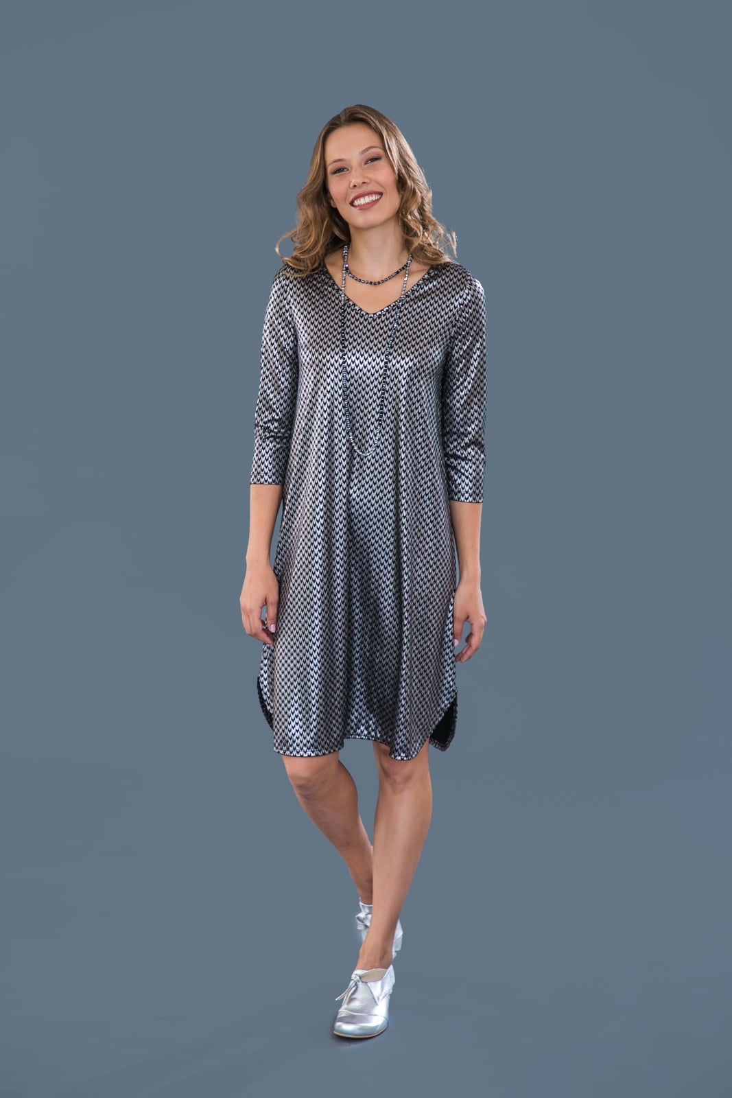 שמלת מונקו שחור הדפס שרוול 3\4