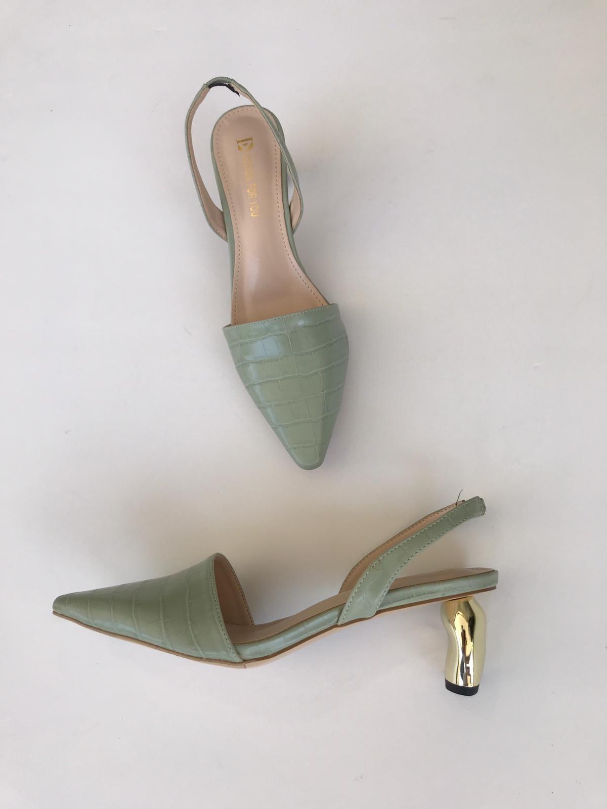 נעלי קרוקו