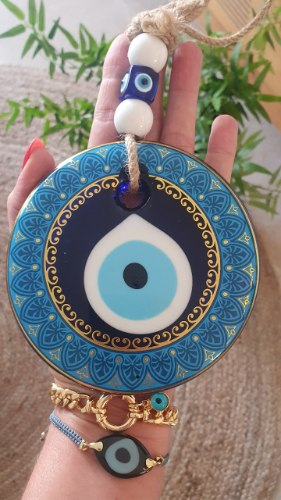 עין מעוטרת לתליה כחול/זהב
