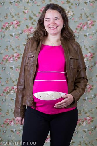 חולצת הריון תאומים מציצים מתוך רוכסן שרוול ארוך